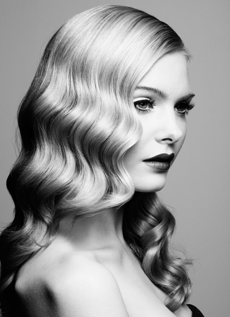 Charming retro wavy hairstyle