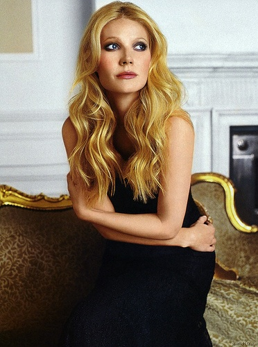 Glamorous Long Wavy Hair - Gwyneth Paltrow Hairstyles