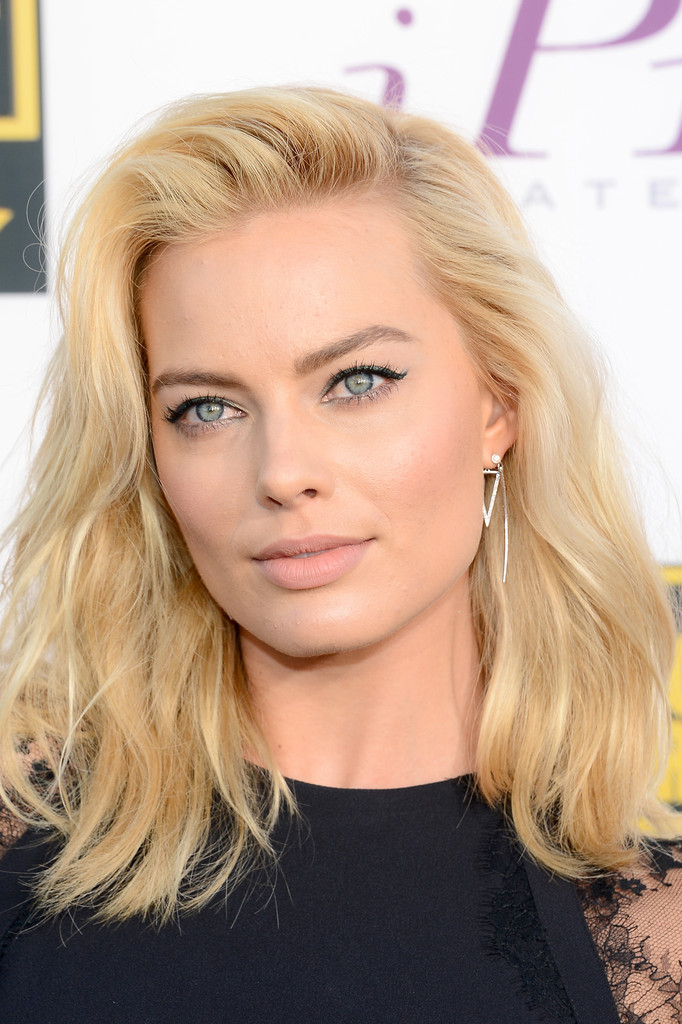 Margot Robbie teased her hair