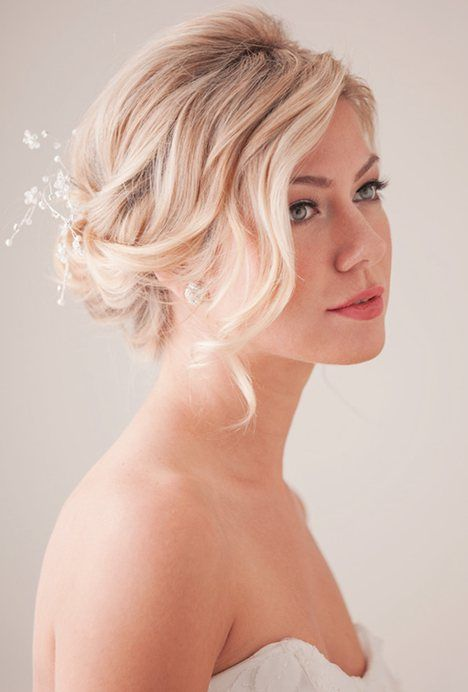 Stunning bridesmaid hairstyle for medium hair