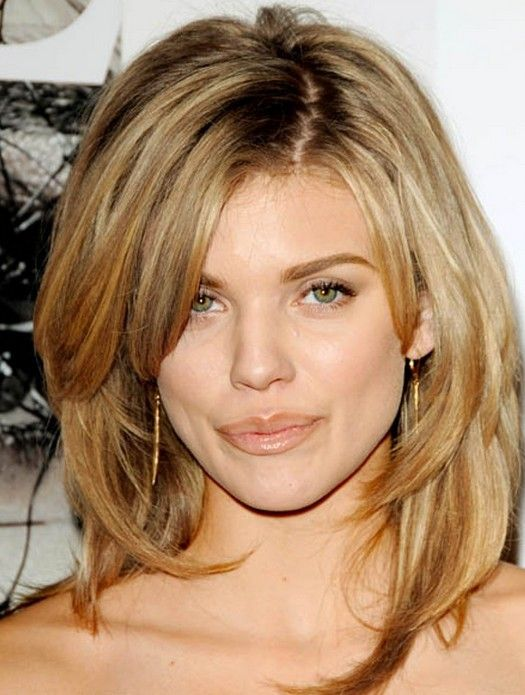 Medium shaggy hairstyle with layers