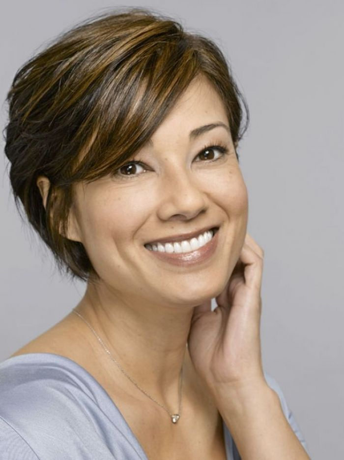 Short hairstyle with side bangs for women over 40