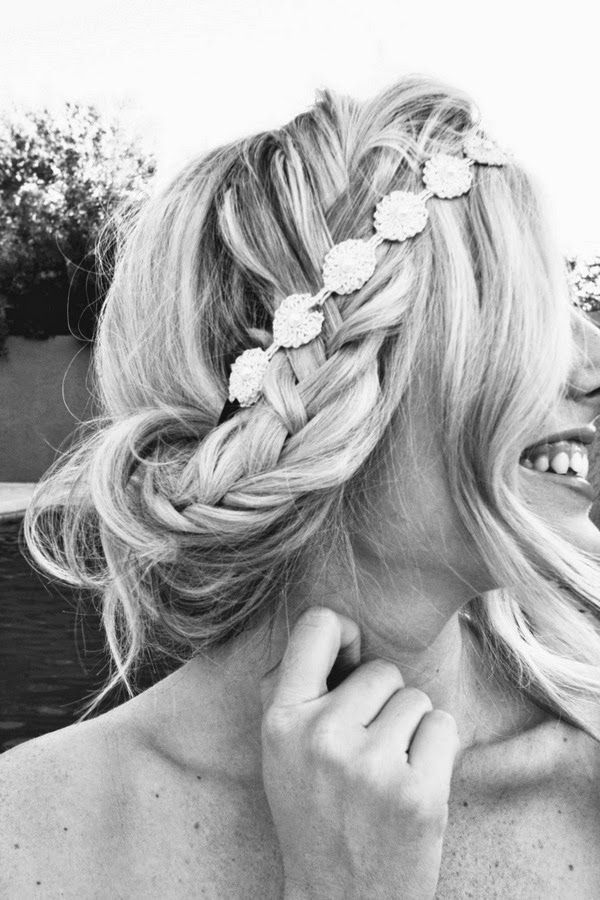 Hairstyle with headband and braid