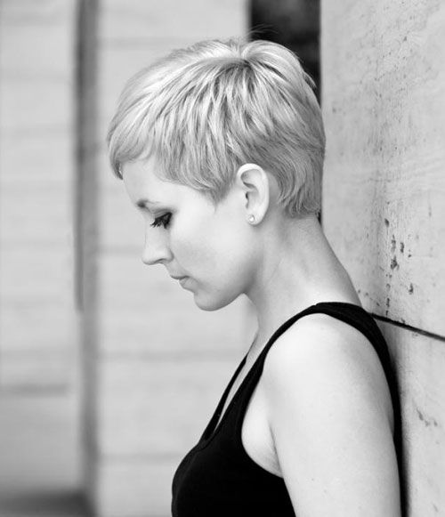 Cool short pixie hairstyle for blonde hair