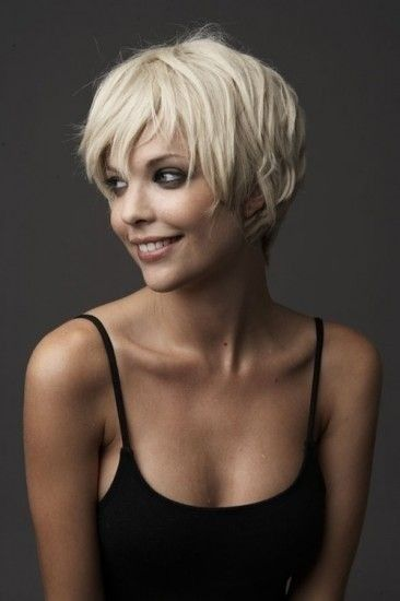 Short blonde hairstyle for long faces