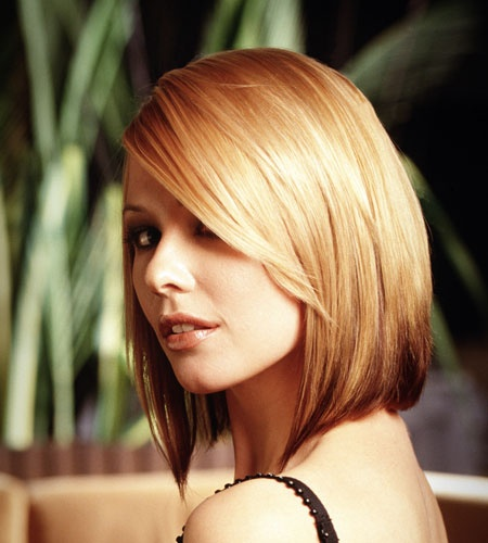 Short bob hairstyle for long faces