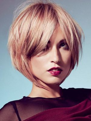 Short layered bob hairstyle for blonde hair