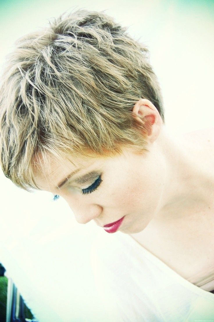 Simple short pixie hairstyle for thick hair / Pinterest