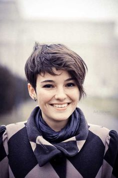 Nice short hairstyle for thick hair