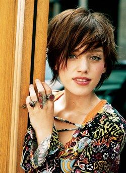 Short shaggy hairstyle with side bangs