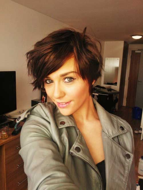 Fashionable short hairstyle for brunette hair