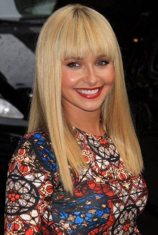 Hayden Panettiere's latest super cute blonde straight haircut with blunt bangs for winter