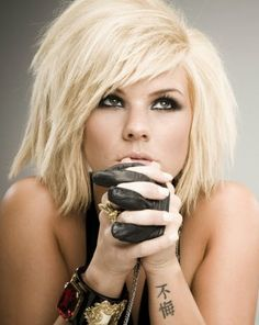 Cool Short Blond Kimberly Caldwell Hairstyle