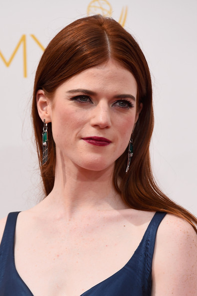 Rose Leslie Mid-section long straight cut with dark red lips
