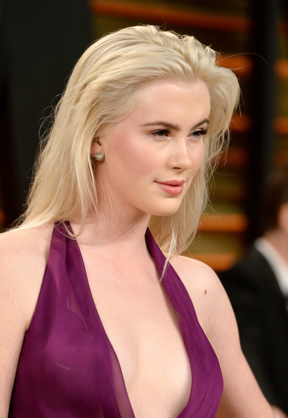 Ireland Baldwin tousled long hair with pretty makeup