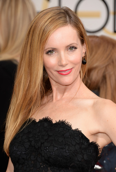 Leslie Mann Lateral long hair with red lips and curly eyelashes