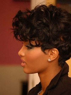 Short curly wavy hairstyle for black women