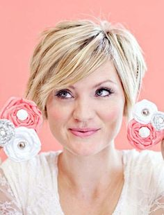 Short layered hairstyle for round face