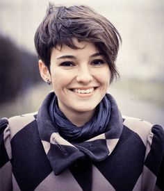 Cool short hairstyle for a round face