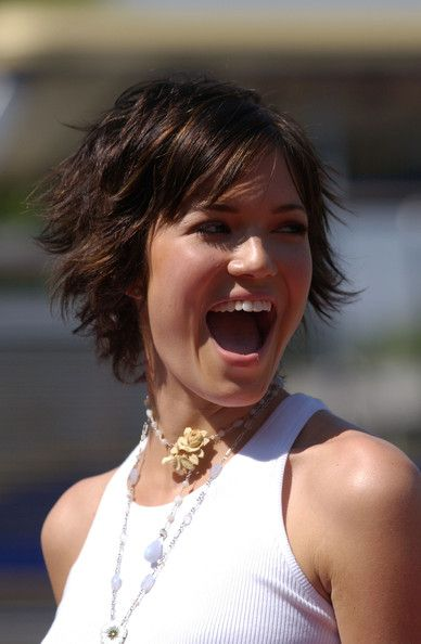Stylish short hairstyle for round face