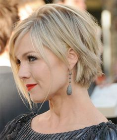 Long pixie hairstyle for a round face