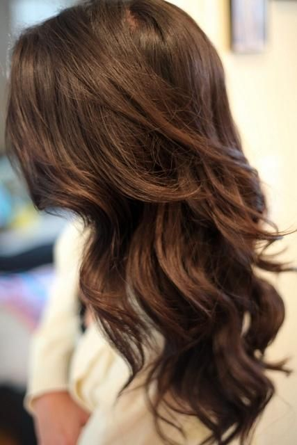 Long wavy brunette hairstyle
