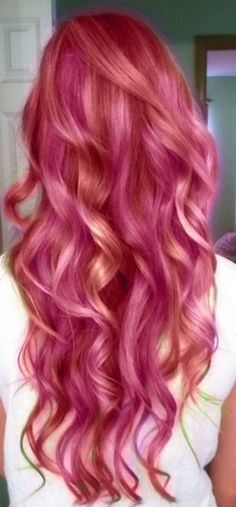 Amazing long wavy pink hairstyle