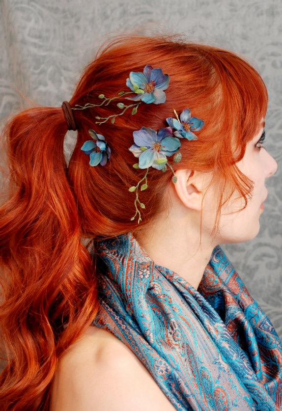 Ponytail with flowers