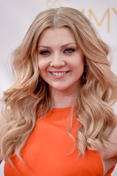 Natalie Dormer Romantic winged long wavy hairstyle