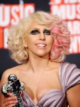 Light pink curly wavy bob - Lady Gaga hairstyles