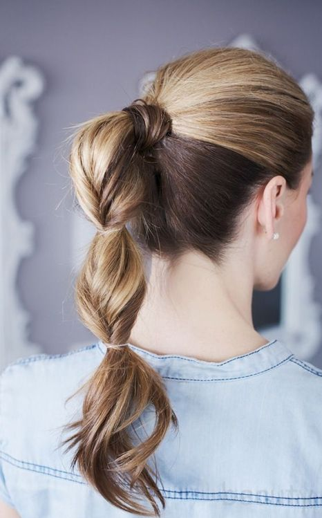 Chic ponytail hairstyle for young women