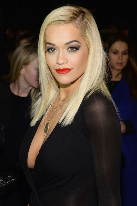 Rita Ora & # 39; s laterally split straight haircut