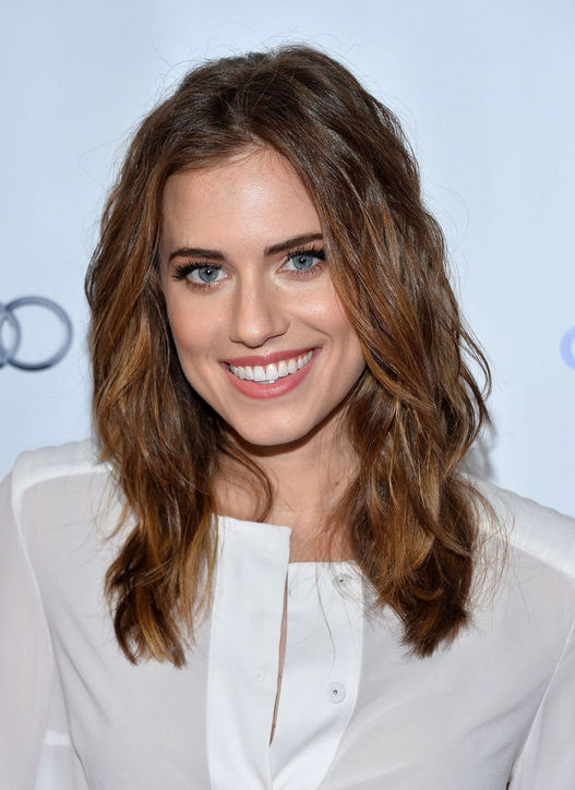 Allison Williams & # 39; loose waves