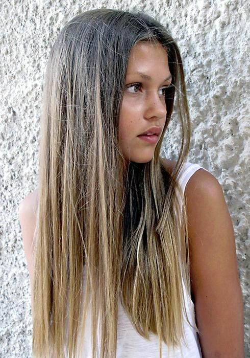 Middle part straight hairstyle