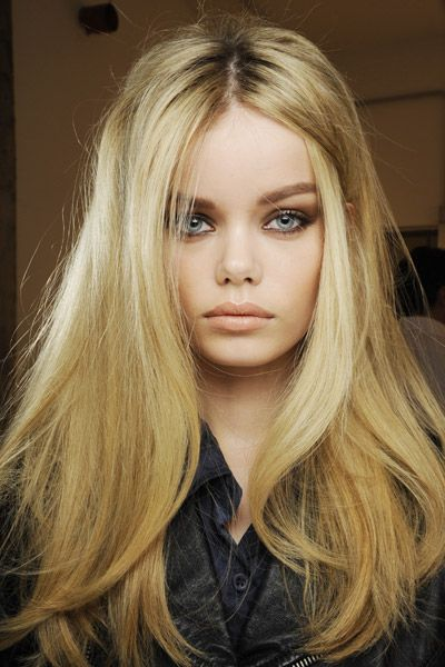 Textured straight haircut for long hairstyle