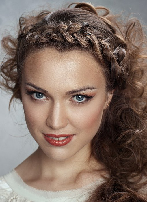 Funky ponytail hairstyle with braided crown