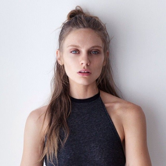 Subtle waves with topknots
