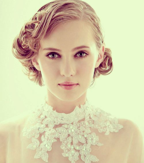 Beautiful bridal hairstyle for short hair