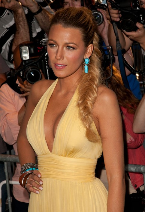 BLAKE LIVELY & # 39; S FOXY FISHTAIL