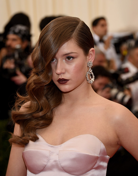 Adele Exarchopoulos hairstyle with side sweep