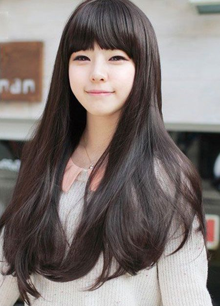 Adorable straight hairstyle with blunt bangs