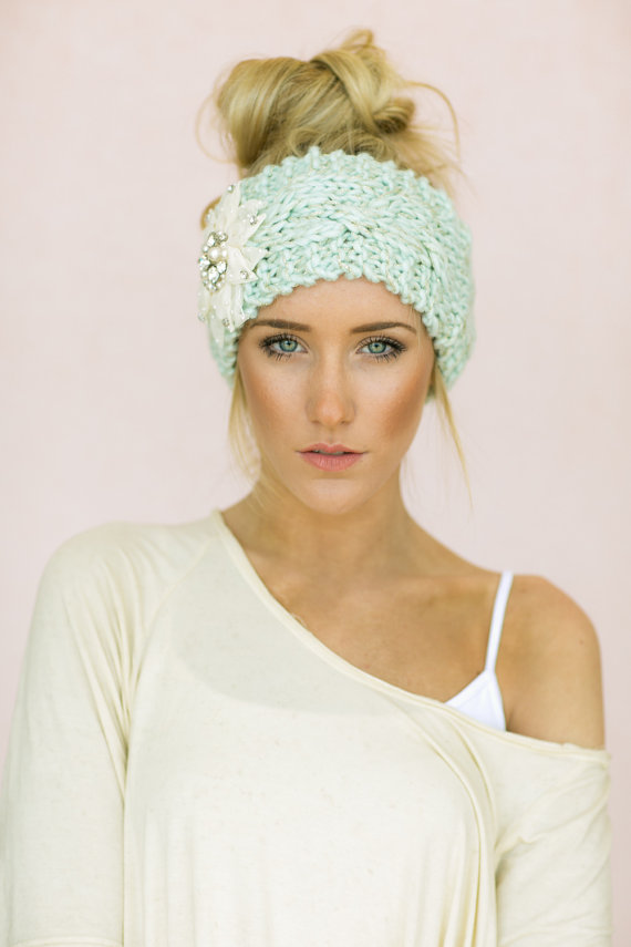 Pretty updo with knitted headband