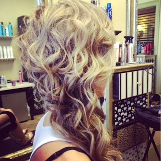 """OFF-TO-THE-SIDE-UPDO """"width ="""" 425 """"srcset ="""" https://www.lilostyle.com/wp-content/uploads/2014/06/OFF-TO-THE-SIDE-UPDO-3. jpg 320w, https://www.lilostyle.com/wp-content/uploads/2014/06/OFF-TO-THE-SIDE-UPDO-3-200x200.jpg 200w, https://www.lilostyle.com/ wp-content / uploads / 2014/06 / OFF-TO-THE-SIDE-UPDO-3-120x120.jpg 120w """"sizes ="""" (max-width: 320px) 100vw, 320px """"/>  <p id="""