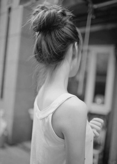 Pretty hair bun hairstyle for long hair