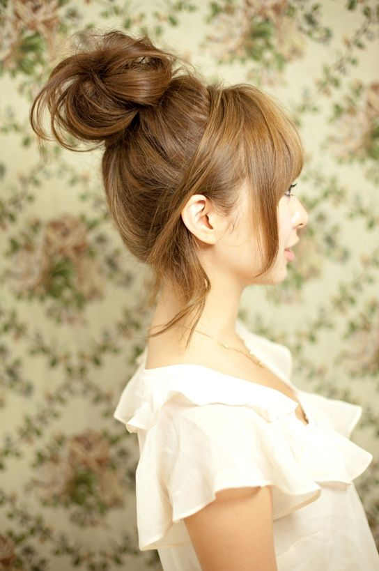 Stylish topknot hairstyle for young women