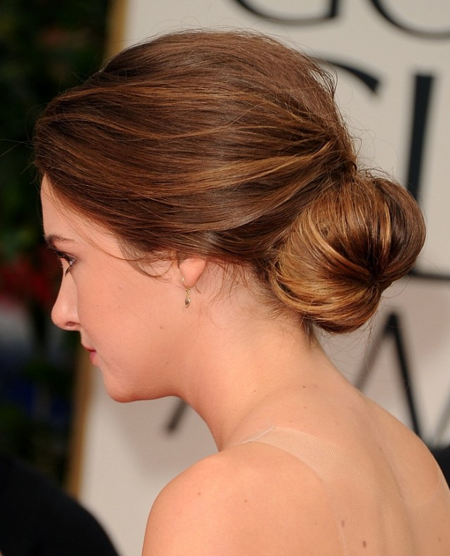 Simple low bun hairstyle for summer