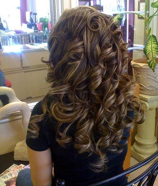 Brunette structured curls