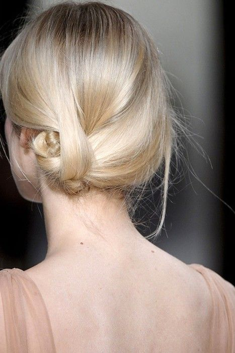 Rolling updo hairstyle for young women