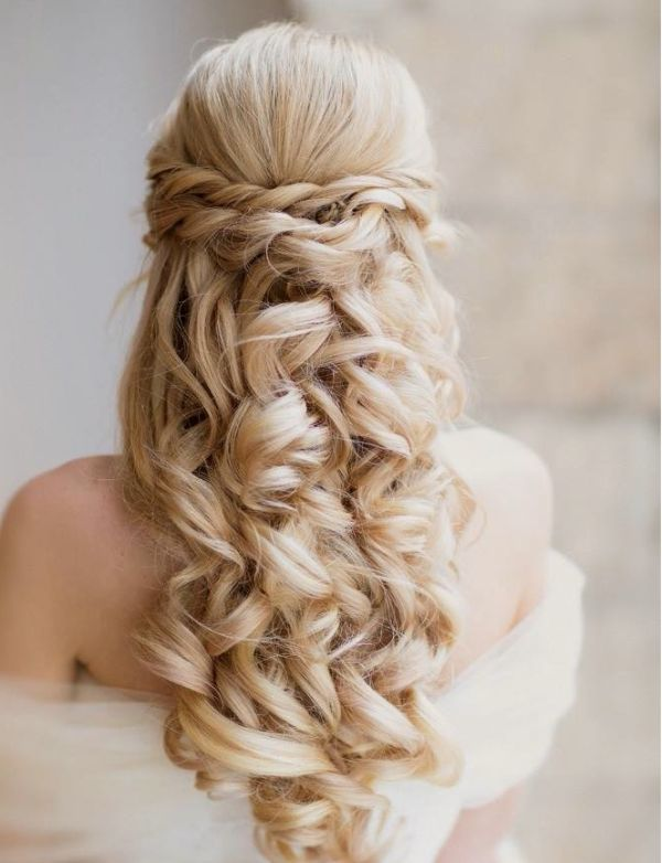 Romantic curls for the wedding
