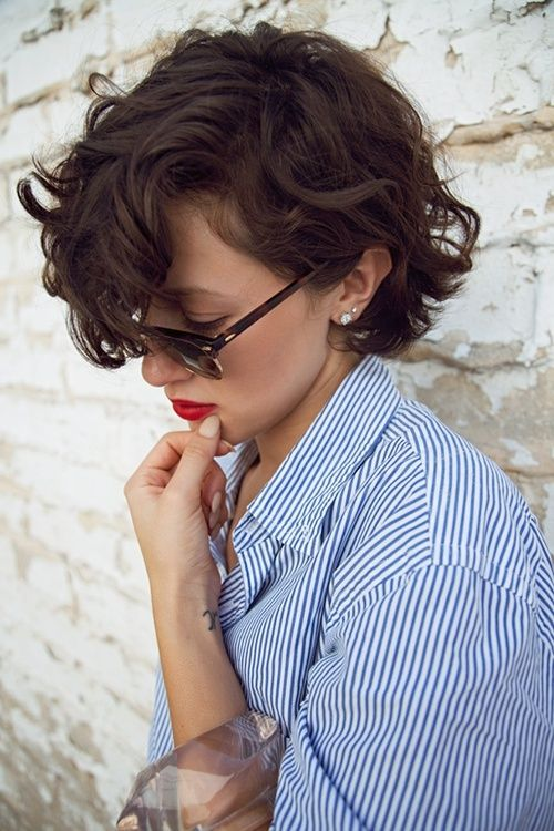 Cool short curly hairstyle for women